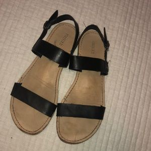 Womens 6 sandals. Forever 21